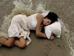 0123 Adormecida no Mar